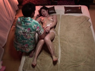 Subtitled Japanese massage clinic Mr Big woman oil treatment