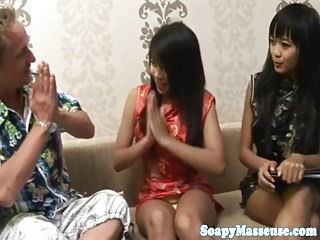 Asian masseuse wanks bushwa with limbs with the addition of hands