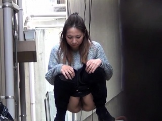 Hairy cunt asian urinates