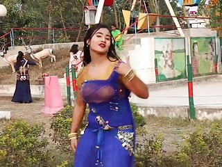 Amateur Bangladeshi Bus Girl Hot Dance About Song