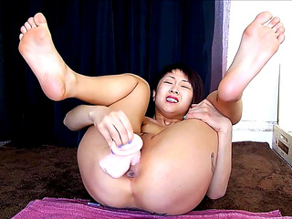Oriental Cutie beautiful feet solo squirtingHD???�?????�?�???�???????????�????�
