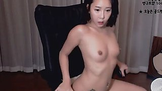 Korean slutty camgirl likes to tease